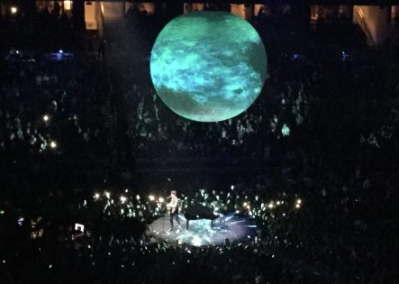Shawn Mendes Concert Illuminate Guitar Piano