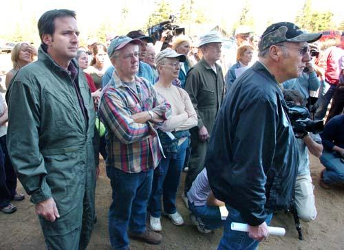 """Standing with the local residents, Gov. Tim Pawlenty, left, listens to the daily briefing with the community at the Gunflint Trail Volunteer Fire Department Station 2 with fire officials and law enforcement . Resident Earl Cypher, front right, owner of Superior North Canoe Outfitters, when asked if he lost something in the fire, responded """"I didn't lose something, I lost everything."""" (Joe Rossi/Pioneer Press)"""