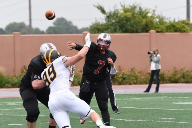 Hamline sophomore quarterback Justice Spriggs (7) passed for 475 yards and six touchdown against Gustavus last week, breaking single-game records for passing yards and touchdowns. His 1,046 passing yards rank 21st nationally (Photo: Hamline University)