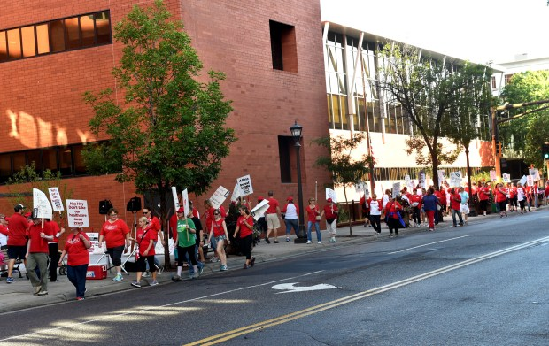 Nurses and supporters carry picket signs Sept. 5, 2016, on the sidewalk in front of United Hospital in St. Paul. (Pioneer Press: Jean Pieri)