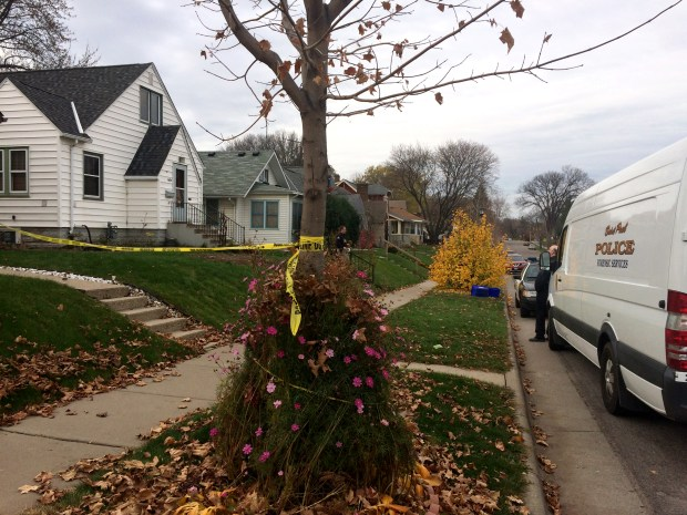 St. Paul police remained on the scene of a homicide on the morning of Monday, Nov. 7, 2016, that occurred the night before. (Pioneer Press: Mara H. Gottfried)
