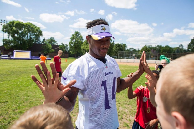 "A photo of Stefon Diggs on Twitter: CANUDIGGIT ON Twitter ""When the kids notice you have Mickey Moust gloves for hands lol"". (photo ctsy Twitter)"