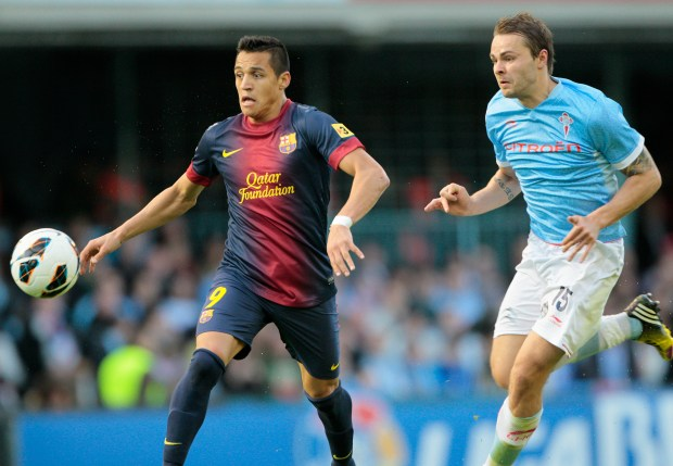 FC Barcelona's Alexis Sanchez from Chile, left, duels for the ball with RC Celta's Vadim Demidov from Norway, right, during a Spanish La Liga soccer match at the Balaidos stadium in Vigo, Spain, Saturday, March 30, 2013. (AP Photo/Lalo R. Villar)