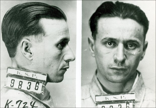 A mugshot of Fred Barker during his time at the Kansas State Penitentiary.