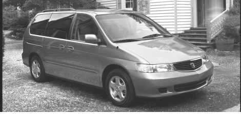 Inver Grove Heights say a suspect in the attempted robbery at The Cellular Connection fled in a bluish-green 2000 Honda Odyssey minivan similar to this one on Thursday, Aug. 17, 2017. (Courtesy of Inver Grove Heights police)