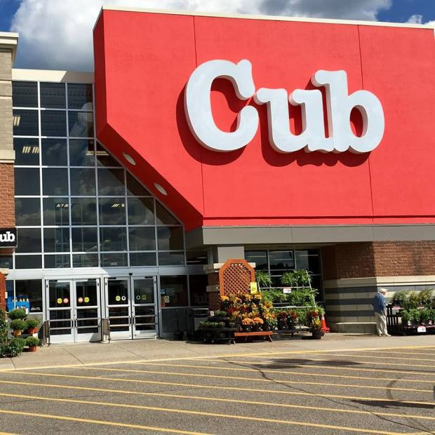 Supervalu unveils remodeled Stillwater Cub as a flagship for the supermarket chain.