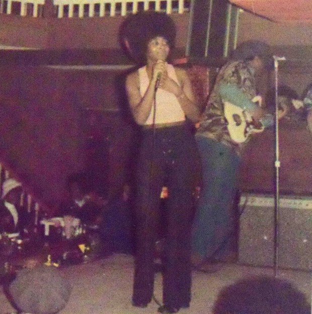 Wanda Davis performing at Dirty Girty's in St. Paul in 1969. (Courtesy of Wanda Davis)
