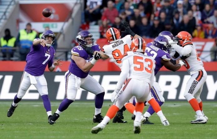 Minnesota Vikings quarterback Case Keenum (7) passes the ball during first quarter of an NFL football game against Cleveland Browns at Twickenham Stadium in London, Sunday Oct. 29, 2017. (AP Photo/Matt Dunham)
