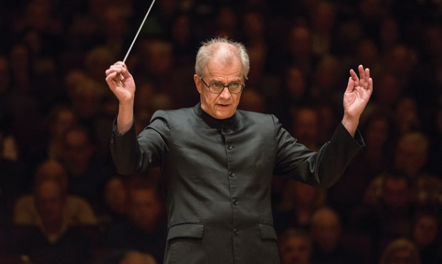 Osmo Vanska conducts the Minnesota Orchestra.