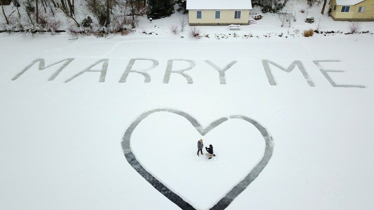 winter proposal ideas, carved marry me in the snow