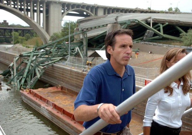 Minnesota Gov. Tim Pawlenty, left, is accompanied by his wife Mary as President Bush, not pictured, tours the collapsed Interstate 35W bridge in Minneapolis, Saturday, Aug. 4, 2007. (Brandi Jade Thomas / Pioneer Press)