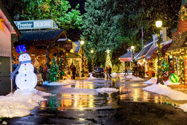 Love A Good Hallmark Christmas Movie Go Here To Feel Like You Re In One Twin Cities