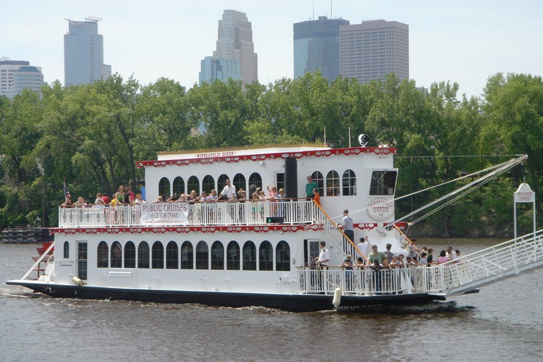 Teams Relaxing out on the Water Together | Paradise Character Cruises - Minneapolis, MN