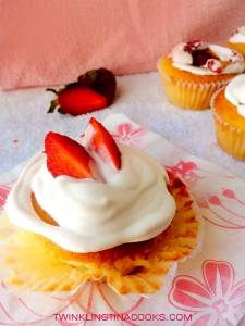 how-to-make-centered-filled-strawberry-cup-cake