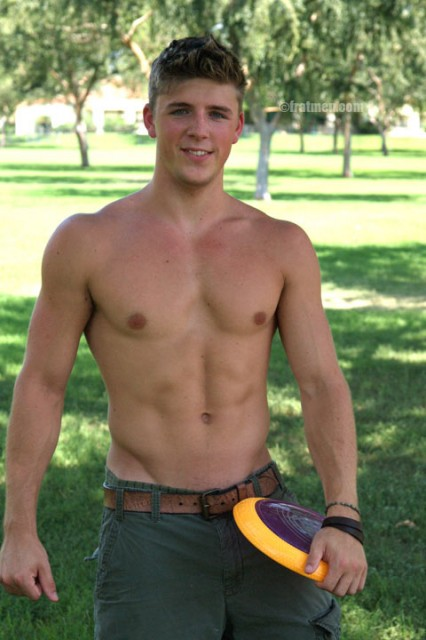 Aaron and his hot body! (FRATMEN)