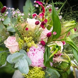 bruidsbloemstuk roze vierkant
