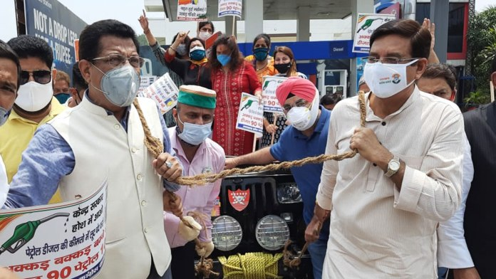Congress protest against rising prices of petrol and diesel