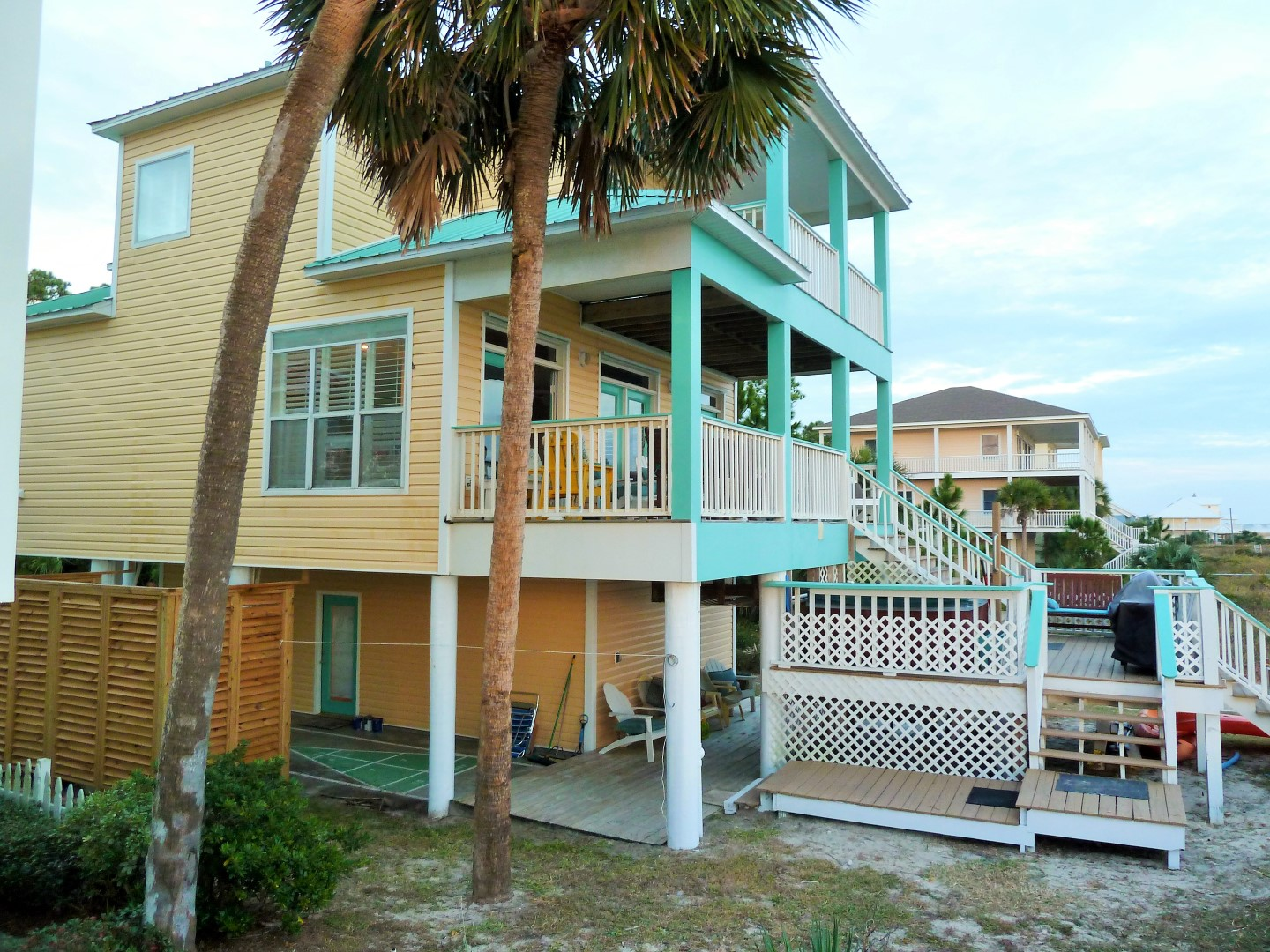 Side View of Two Palms and Four Front-Gulf Side Decks