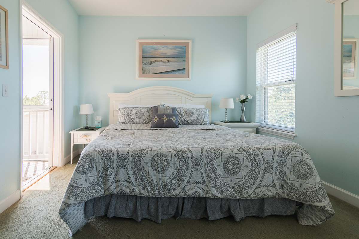 Top Floor- King Bed- Facing Gulf-Screened in Porch Adjacent-Full Bath- TV
