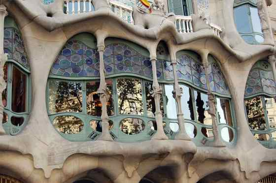 800px-Casa_Batlló_detail_sept2007