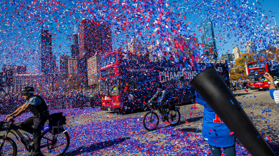 ct-cubs-world-series-parade-photos-021