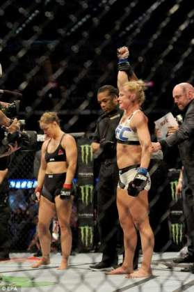 Holly-Holm-beats-Ronda-Rousey.jpg