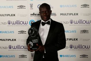Chelseas-NGolo-Kante-poses-with-the-Premier-League-player-of-the-year-award-during-the-London-Foot