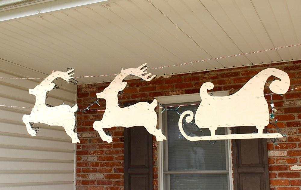 outdoor Santa sleigh decoration