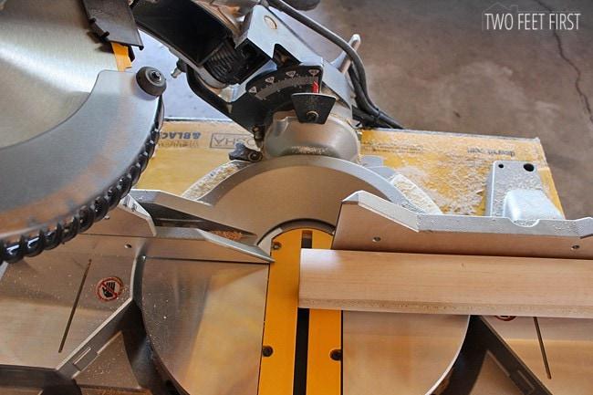 placing-dowel-onto-saw