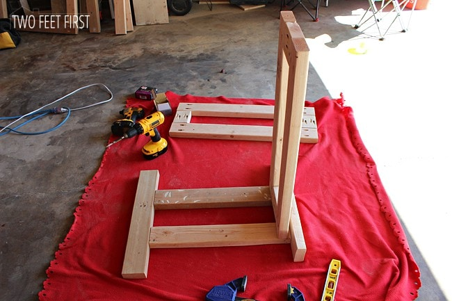 attaching-shelf-frame-to-le