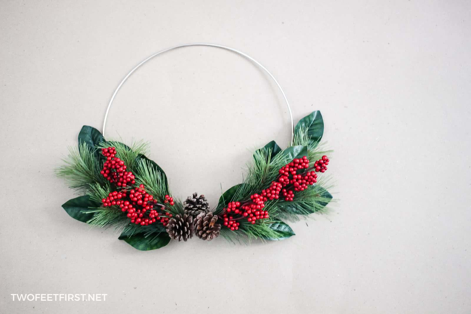 Christmas hoop wreath tutorial