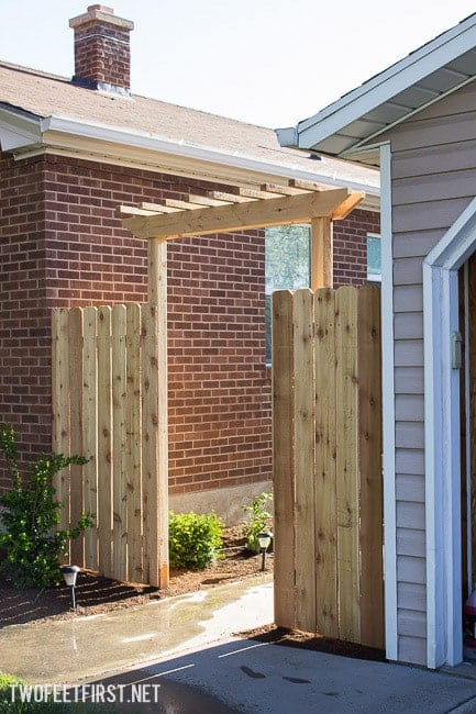 How to create a Simple Pergola Over a Gate. Update your fence by adding a pergola! Process to install new post for fence.