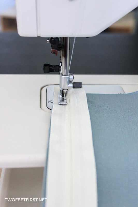 sewing zipper to cushion fabric