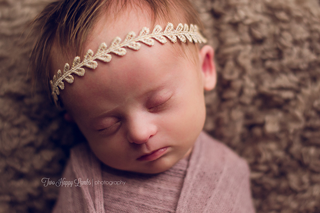 2015-12-13-two-happy-lambs-photography-newborn-wrapped-fur-warm-natural-gold-face-details-arroyo-grande