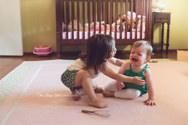 20160702-arroyo-grande-family-photography-best-family-photographer-lifestyle-photos-at-home-sisters-babies