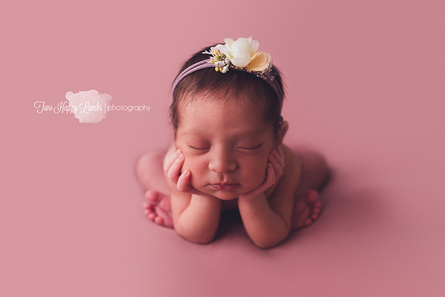 20160929-central-coast-baby-pictures-newborn-froggy-pose-baby-girl-photos