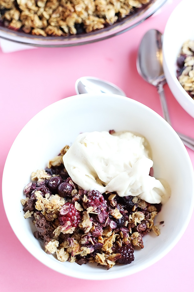 This Easy Berry Crumble is naturally sweetened, can be made using fresh or frozen berries, SUPER EASY and vegan plus gluten free! / TwoRaspberries.com