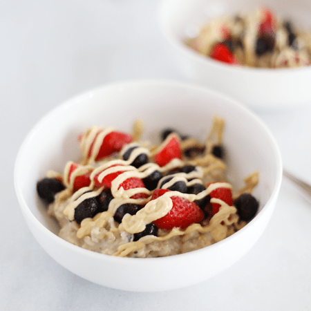 These Healthy Tahini Maple Protein Oats are packed with protein, healthy fats, vitamins, minerals, antioxidants and is super quick and easy to make! Vegan | TwoRaspberries.com