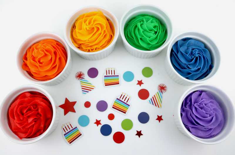 Painting Cake Frosting With Food Coloring | ThriftyFun