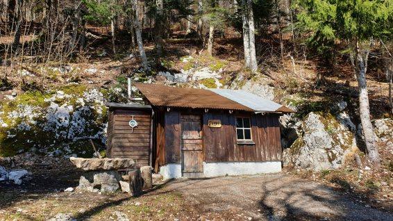 Refuge forestier L'Abri - Montricher - Vaud - Suisse