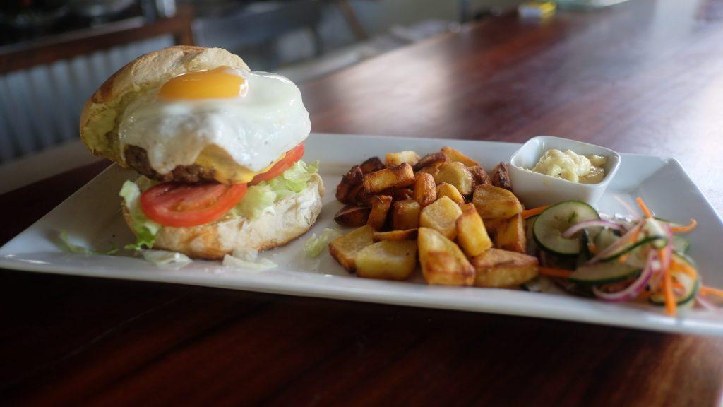 burger playa guasacate dutchys deli
