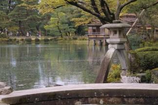 Kenroku-en-Garden-lamp