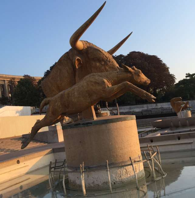 Fountains at Place de Trocadero were not on. I did like the Longhorn statue though!