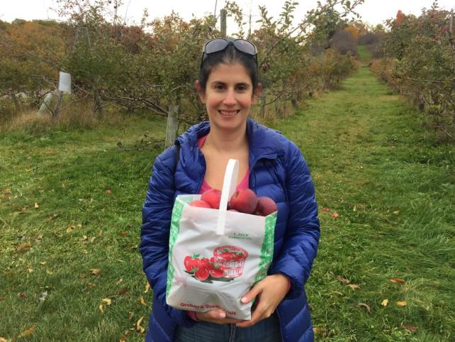 """Anyone want some apples? - """"Hudson Valley Fall Foliage Weekend"""" - Two Traveling Texans"""