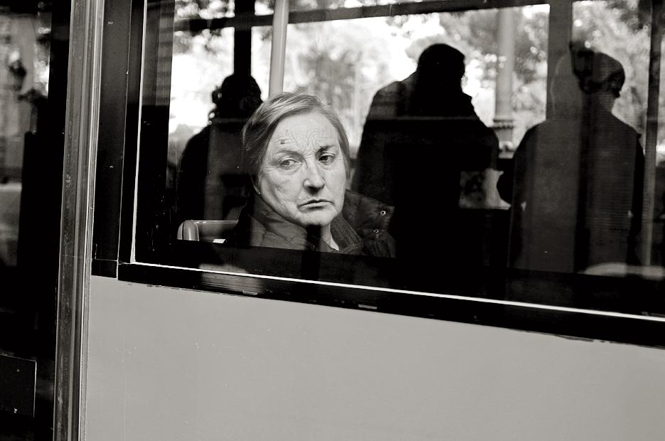La mujer que miraba la puerta