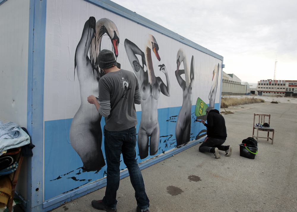 Vinz y Txema Rodríguez pintado las manchas de petróleo
