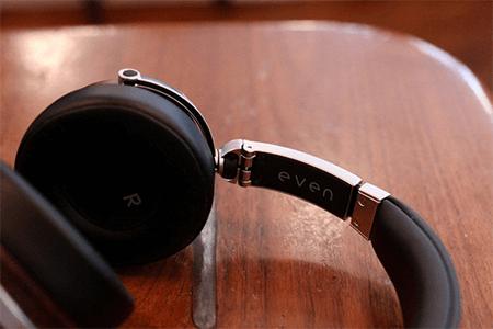 best personalized corporate gift idea-Headphones