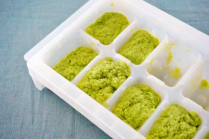 Making pesto ice cube | Brilliant Ice Cube Tray Hacks You Can Do At Home