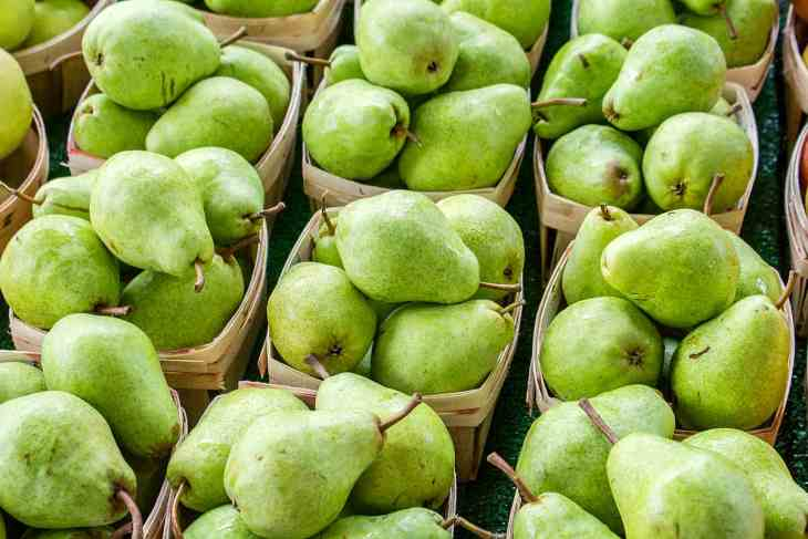 Green Pear fruits | Fruits and Veggies That Can Keep You Hydrated