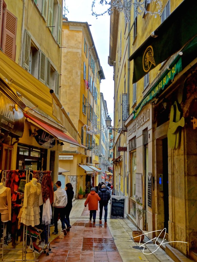 quaint alleyway in Nice, France
